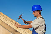 Carpenter working on the roof — Stock Photo