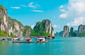 Floating village in Halong Bay — Stock Photo
