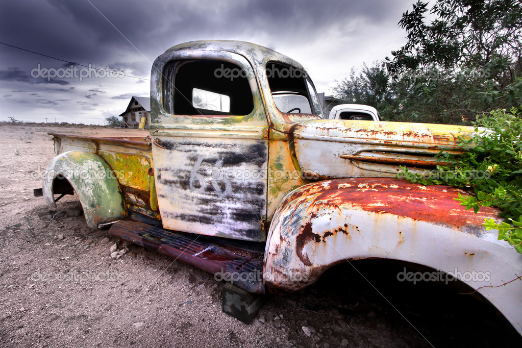 Wide angle shot of old rustic truck — Stock Photo #7990340