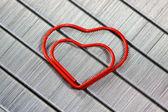 červené sponky ve tvaru srdce — Stock fotografie