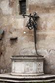 Puits d'eau médiéval — Photo