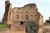 Roman temple in the Palatine hill — Stock Photo