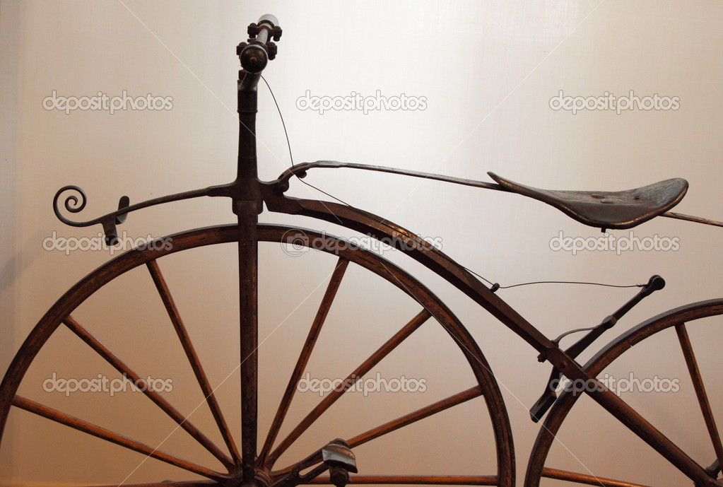 Detailed view of an old times bicycle — Stock Photo #8517698