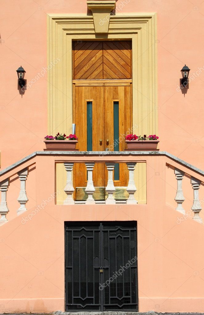 Renaissance entrance door with a romantic flight of steps — Stock Photo #8517890
