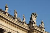 Estátuas na basílica de saint peter — Foto Stock