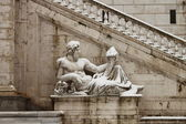 Statues in Campidoglio square under snow — Stock Photo