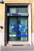 Bank agency devastation in Rome — Stock Photo