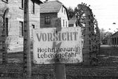 Warning sign at Auschwitz — Stock Photo