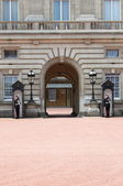 Sentry on duty at Buckingham Palace — Stock Photo
