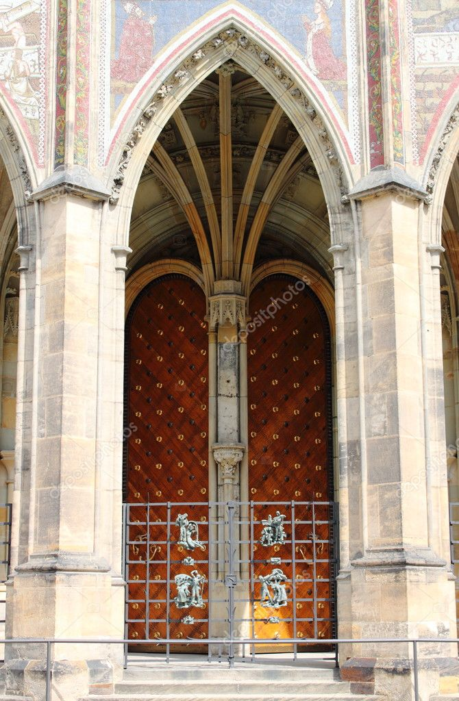 Gothic gate of St. Vitus cathedral in Prague, Czech Republic — Stock Photo #9617426