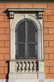 Arched window in Rome — Stock Photo