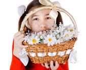 Meisje vrienden geven een boeket van bloemen — Stockfoto