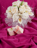 Wedding bouquet and rings for Valentine's Day — Stockfoto