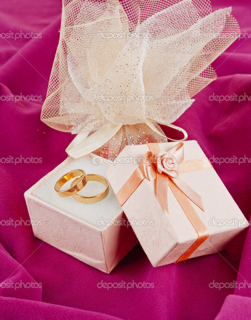 Wedding rings  for Valentine's Day — Stock Photo #8614093