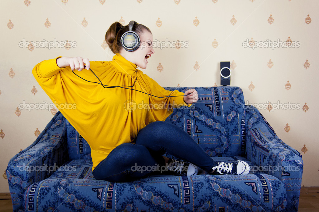 The girl at home listening to music through headphones — Stock Photo #9065699