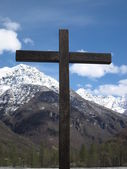Cross in front of Mountain — Stock Photo