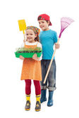 Kids ready to plant tomato seedlings in the spring — Stock Photo
