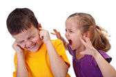 Pelea de niños - niña grita con rabia — Foto de Stock