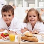Kids having a healthy breakfast in bed — Stock Photo #9033198