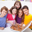 Kids at home with pizza — Stock Photo