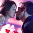 Couple kissing on romantic date - 图库照片