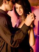 跳舞的年轻夫妇 — 图库照片