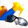 Sunscreen and sunglasses — Stock Photo