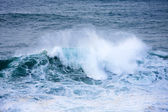 Waves and foam — Stock Photo