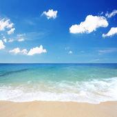 Beautiful beach waves — Stock Photo
