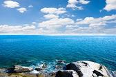 Mar y azul cielo — Foto de Stock