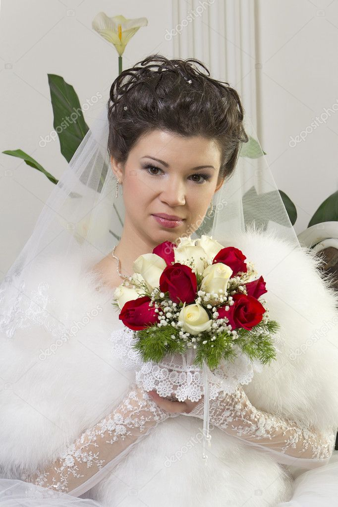 Bride in a designer dress holding a rose bouquet  Stock Photo #9183945