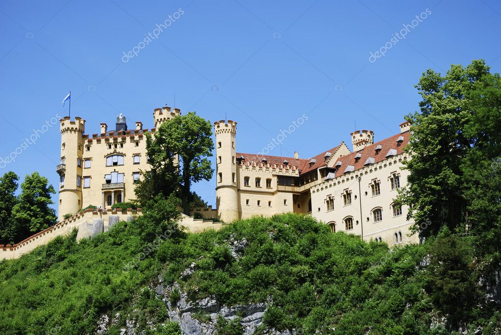 HOHENSCHWANGAU, GERMANY - JUNE 15: Hohenschwangau castle on June 15, 2011 in Hohenschwangau, Germany. The famous castle has over 300000 visitors a year. — Stock Photo #8224713