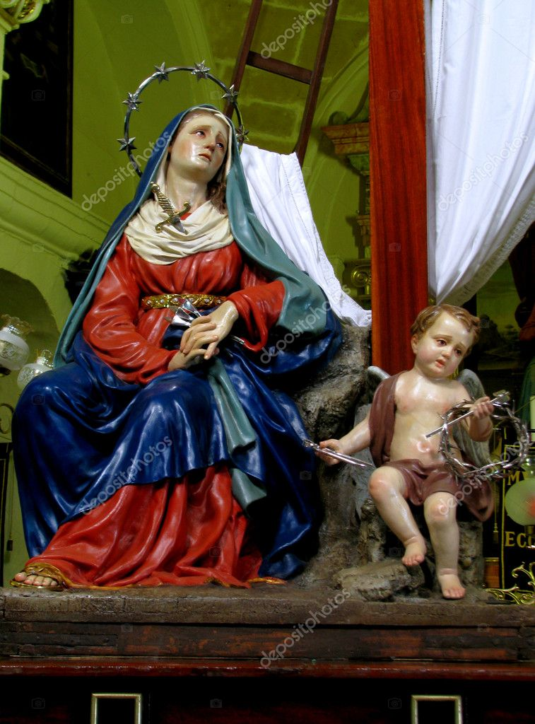 The statue of Our Lady of Sorrows in Valletta, Malta. — Stock Photo #10707160