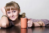 The girl holds a cup — Stock Photo