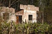 Verlassene alte backsteingebäude — Stockfoto