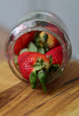 Ripe large strawberry in bank — Foto de Stock