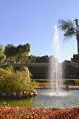 Fuente en un jardín ornamental — Foto de Stock