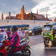 Bangkok-Dec 8:Traffic jam in front of Grand Palace — Stock Photo
