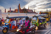 Bangkok-Dec 8:Traffic jam in front of Grand Palace opened for to — Stock Photo
