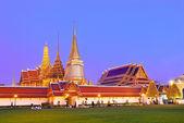 Twilight grote paleis in de schemering, de grote toeristische attractie in b — Stockfoto