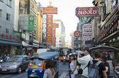 BANGKOK - December 30: Atmosphere and traffic on Yaowarat Road i — Stock Photo