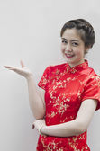 Asian Chinese woman in Traditional Chinese Cheongsam gesturing — Stock Photo