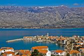 Town of Vinjerac and Velebit mountain — Stock Photo