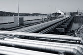 Refinery pipelines and shipping — Stock Photo