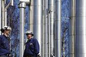 精製所の労働者、石油およびガス産業 — ストック写真