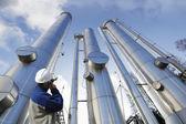 Las tuberías de gas y de los trabajadores — Foto de Stock