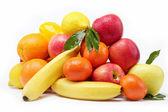 Frische zitrusfrüchte, die isoliert auf weißem hintergrund. — Stockfoto