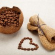 The heart of the coffee beans in a linen cloth. — Foto de Stock