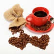 Two hearts made ​​from coffee beans around a cup of coffee o — Foto Stock