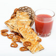 Light lunches. Crunchy biscuits and juice. — 图库照片
